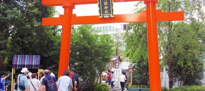 コレド室町の裏の 福徳神社