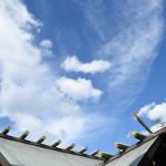 東京大神宮で空を見上げた。