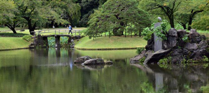 小石川後楽園で案山子にあった。